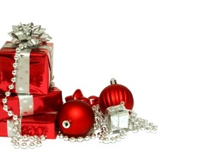 Christmas_wallpapers_Red_Christmas_decorations_and_gifts_on_Christmas__white_background_052404_